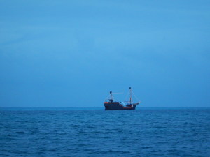 Navio que luta contra o Capitão Hook