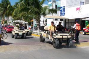 carrinho de golf na Isla Mujeres